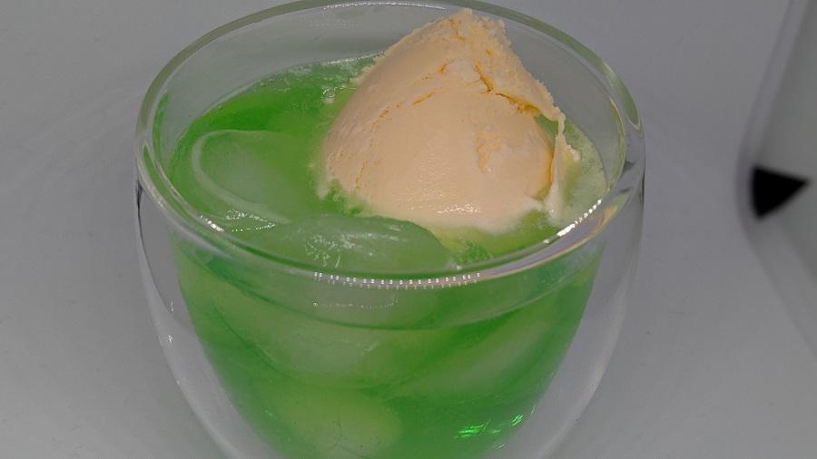 きれいなメロンクリームソーダの作り方【泡アワにならない方法】